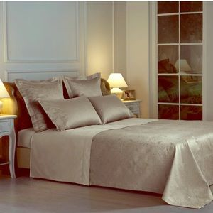 Frette At Home King Coverlet in Stone